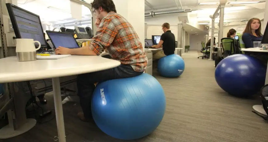 топка за гимнастика вместо стол